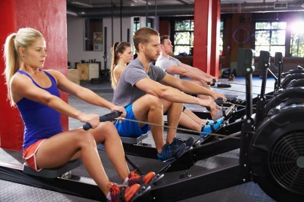The best exercises to strengthen your arms - Rowing, an integral exercise