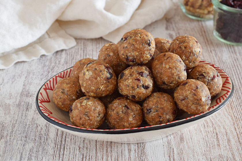 Oatmeal, peanut, date and coconut energy balls.  Reasonable cooking recipe