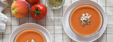Peach gazpacho without bread: healthy and light recipe for summer